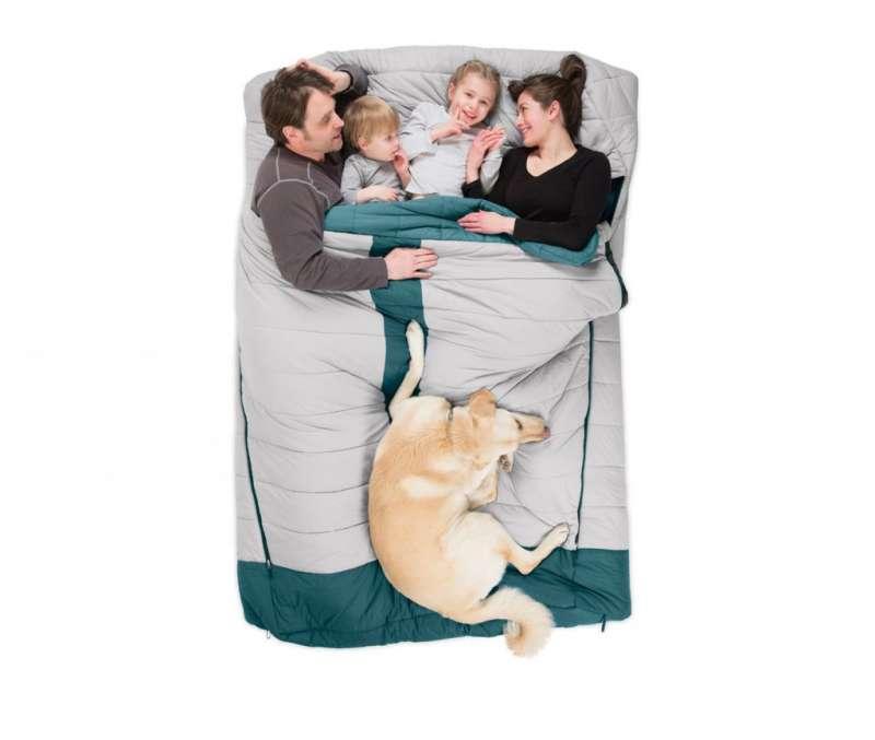 7睡袋其實也有家庭版,不想全家露營又得收拾、折疊2~3個睡袋,NEMO Equipment的Jazz™ Synthetic系列,加大豪華版可容納一家四口。(圖/網路溫度計)