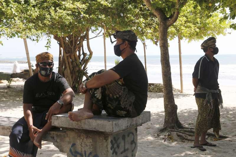 新冠疫情重挫峇里島觀光旅遊業,居民頓失經濟支柱。(AP)