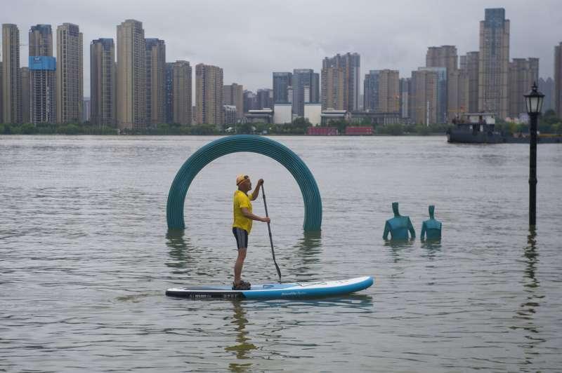 自6月以來,中國全國共有433條河流發生超警以上洪水。(美聯社)