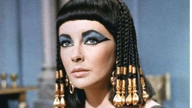 美國影星伊麗莎白·泰勒在好萊塢銀幕上塑造的埃及艷后。(BBC中文網)
