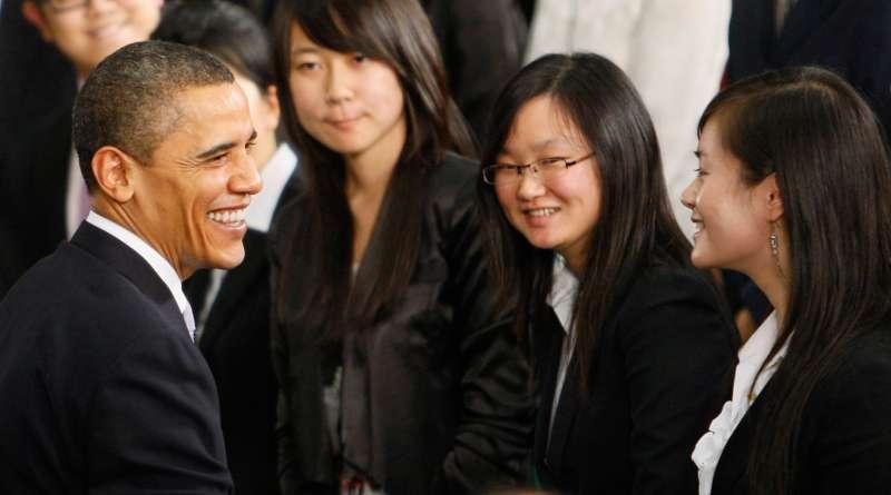 2009年,美國總統歐巴馬(Barack Obama)在上海科技館與中國年輕人見面。(AP)