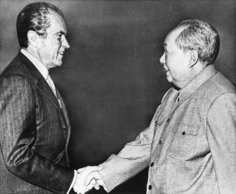 1972年2月,尼克森(Richard Nixon)總統訪問中國,在北京與毛澤東會晤。(AP)