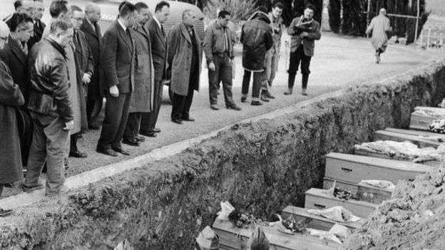 法國政客參加馬爾巴塞潰壩死難者集體葬禮。(BBC News中文)