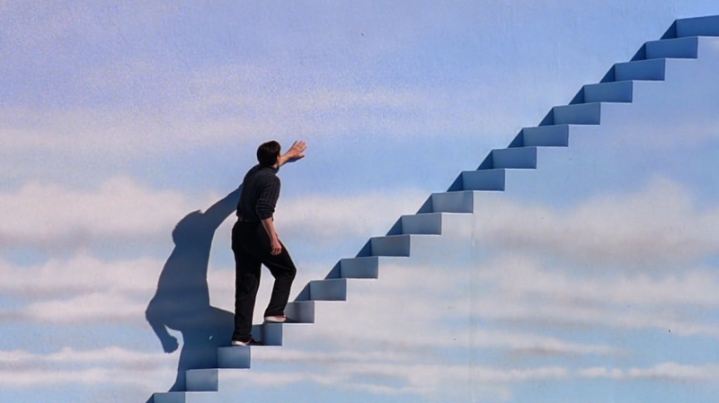 楚門走出希望逃離這充滿謊言的世界,走出自己的路(圖/取自IMDb)