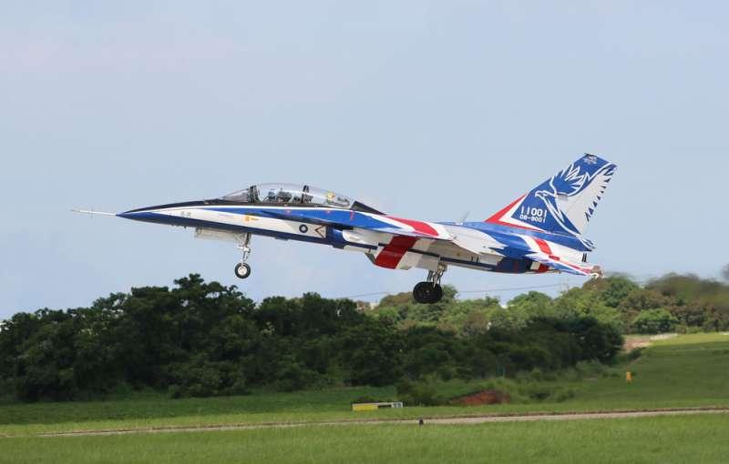 工程專家強調,勇鷹號滯空能力可滿足空軍教學所需的時間。(柯承惠攝)