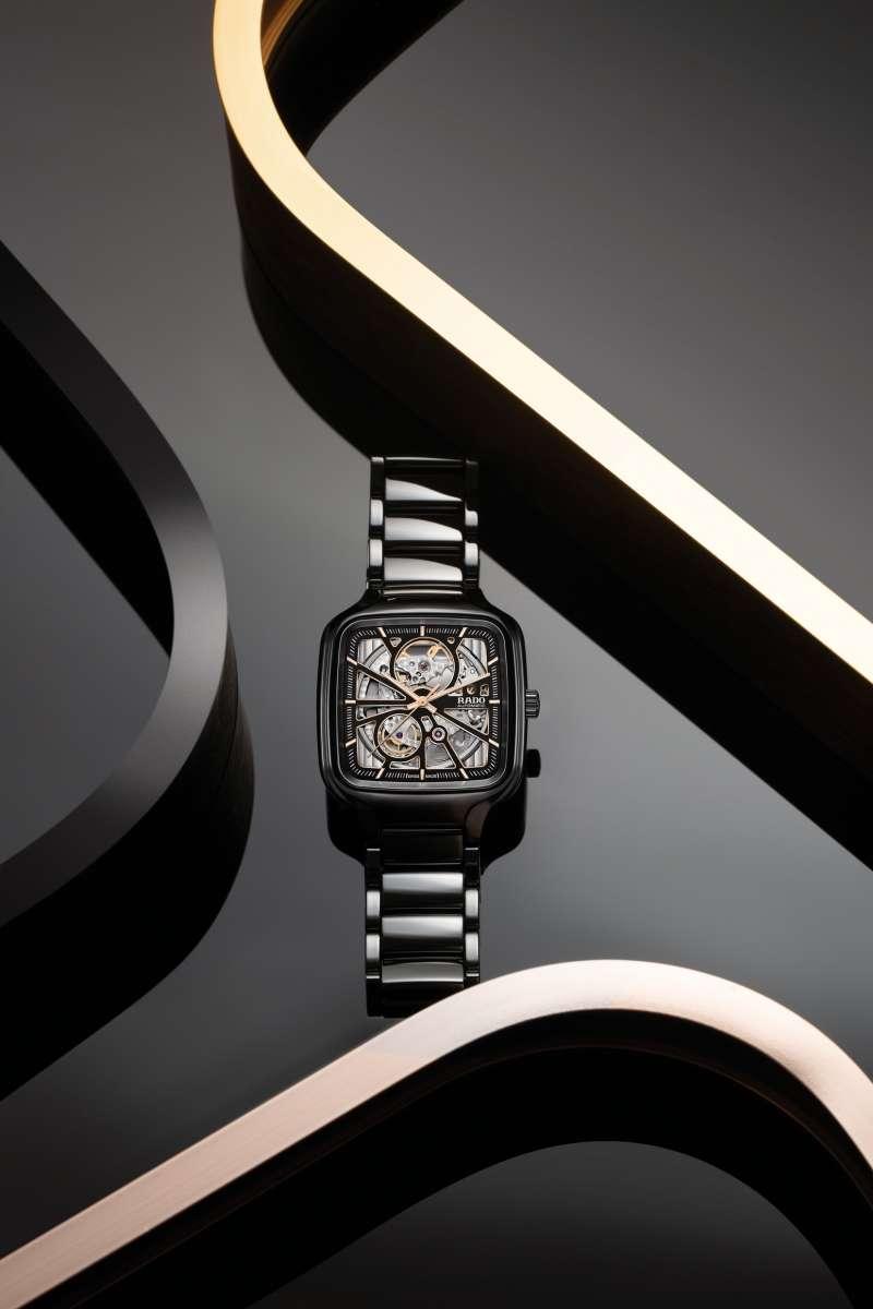 瑞士雷達表True Square真我系列方形電漿高科技陶瓷鏤空自動腕錶。(圖/Rado瑞士雷達表提供)