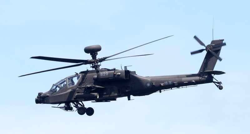 20200729-陸軍航特部計畫將所屬直升機前進部署至台東地區,豐年機場將做為機隊輪訓基地,不過遭遇地方強烈反彈,全案目前陷入停滯局面。圖為規劃部署至台東的AH-64E阿帕契攻擊直升機。(蘇仲泓攝)