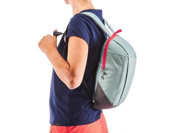 「十年保固」的輕便健行包,外出就靠它(圖/迪卡儂官網)