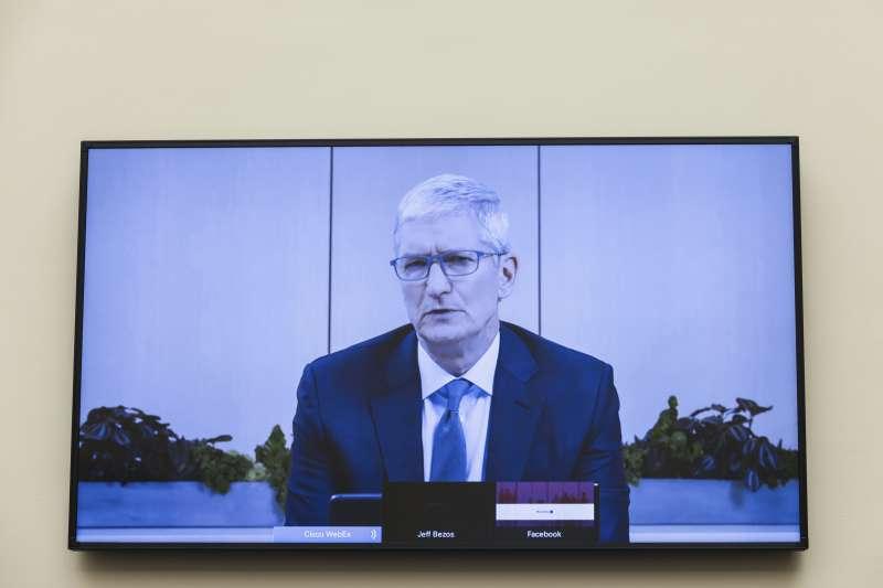 2020年7月29日,蘋果執行長庫克(Tim Cook)以視訊方式出席聯邦眾議院司法委員會的聽證會(AP)