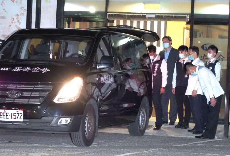 20200730-前總統李登輝30日晚間逝世,遺體由車隊移至榮總懷遠堂。(林瑞慶攝)