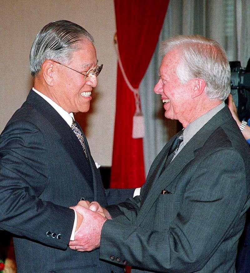 李登輝與美國前總統卡特。(美聯社)
