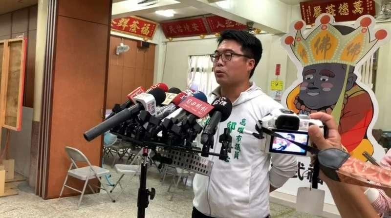 針對李眉蓁陣營指控,陳其邁競選總部發言人邱俊憲出面澄清。(圖/翻攝競選總部影片)