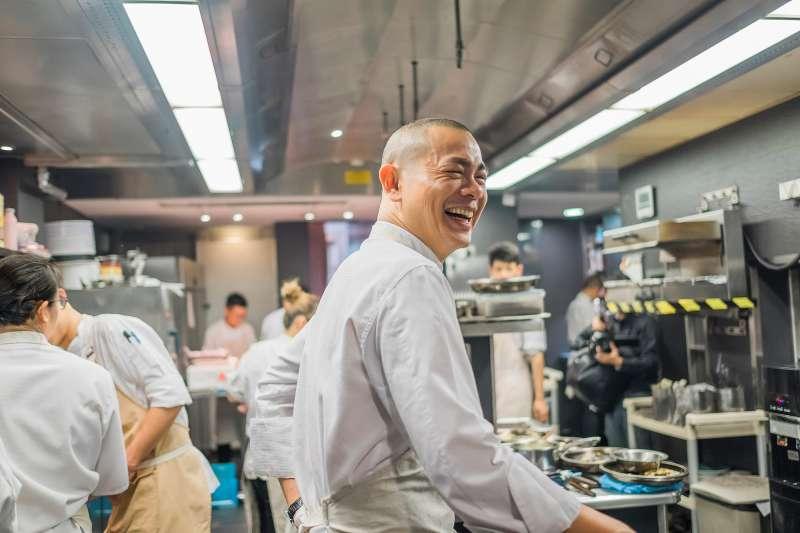 2020084-國際名廚江振誠對食物懷抱的熱情,展現在他的料理中。(牽猴子整合行銷提供)