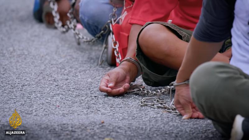 半島電視台「在馬來西亞封鎖期間被關押」紀錄片畫面(取自Al Jazeera English YouTube頻道)