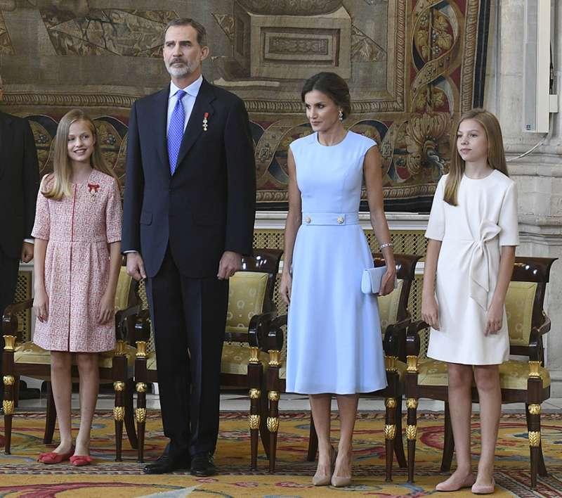 西班牙國王費利佩六世(Felipe VI)、王后雷蒂西亞(Queen Letizia)與兩位公主。(維基百科公有領域)