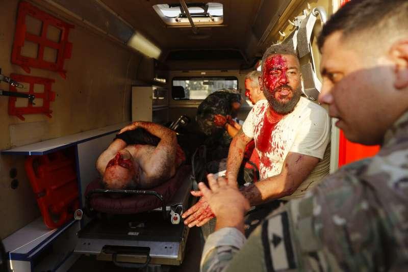 黎巴嫩首都貝魯特市中心附近港區4日發生大爆炸,至少78人喪生和近4000人受傷。(美聯社)
