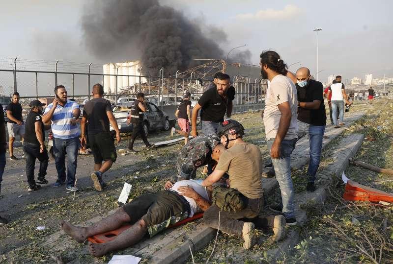 2020年8月4日,黎巴嫩首都貝魯特發生大爆炸,造成慘重死傷(AP)