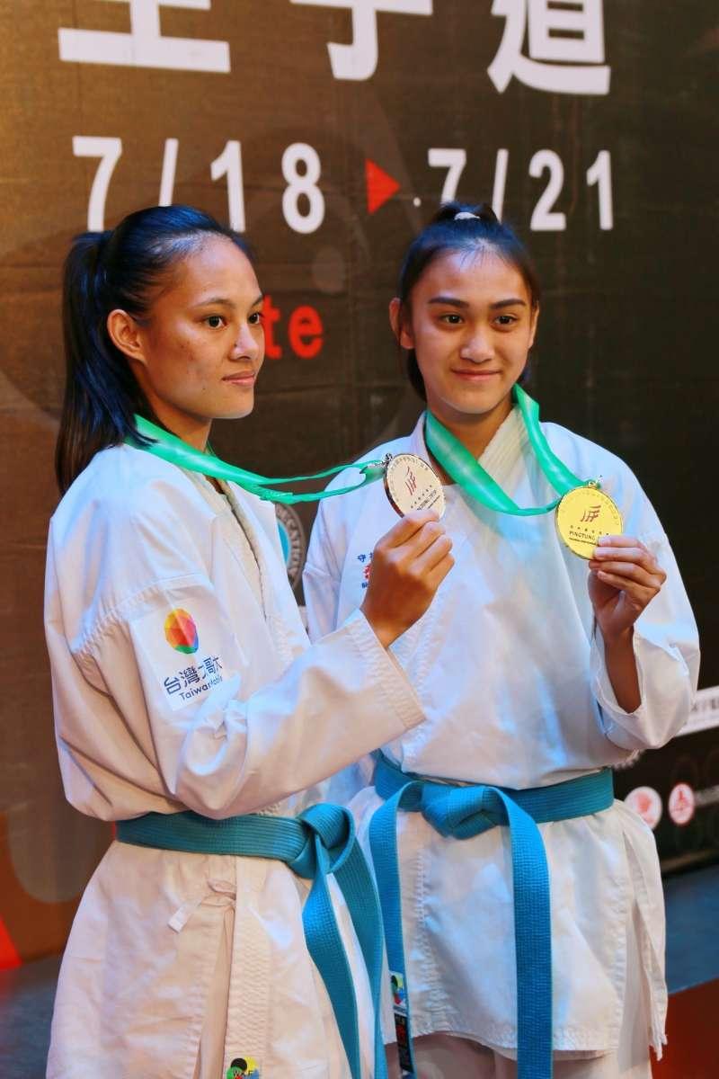 胡鑫拿下國女組空手道對打第一量級金牌、辜雪芃則奪得高女組空手道對打第一量級銀牌。