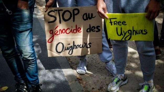 今年7月,巴黎舉行了一場反對中國打壓維吾爾人的示威活動。(BBC News中文)