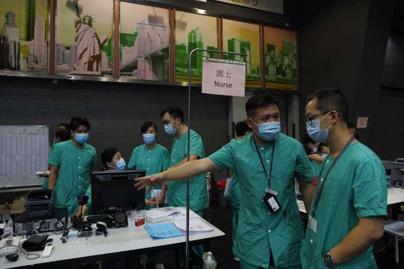 2020年夏天,香港新冠肺炎疫情持續延燒,籌建方艙醫院(AP)
