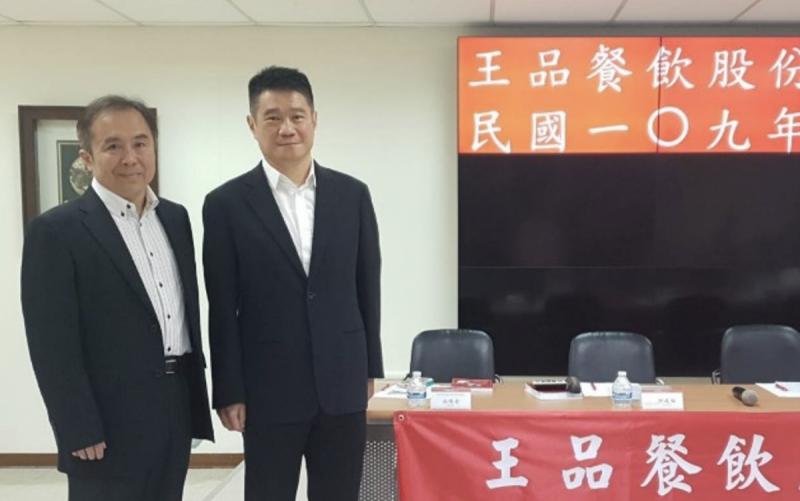 原總經理、執行長李森斌(右)將升任副董事長,遺缺則由董事長陳正輝(左)兼任。(圖/取自王品官網)