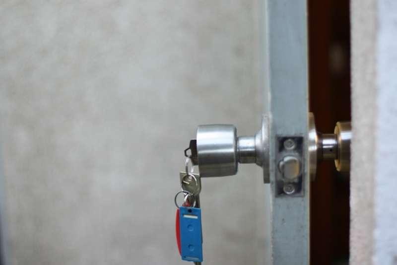 因為房屋接連有人上吊,所以只能便宜出租。(示意圖/photoAC)