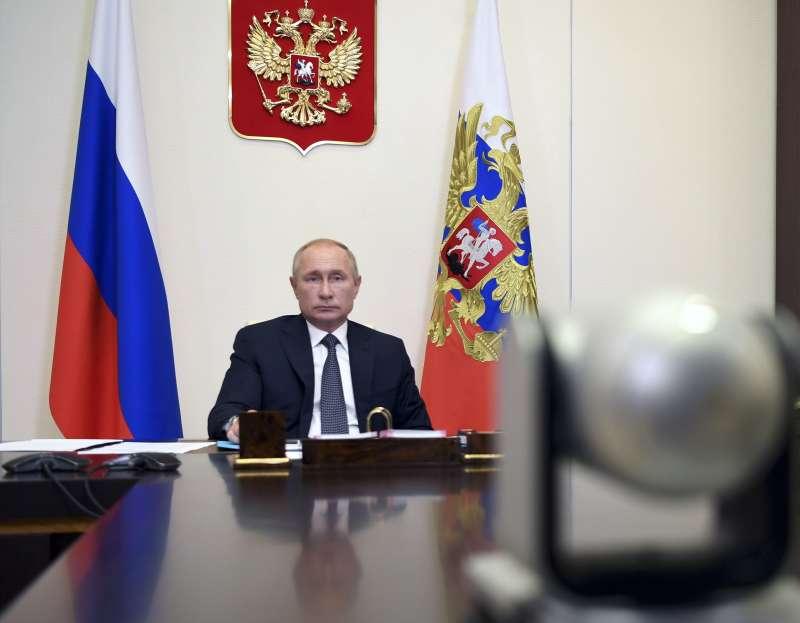 俄羅斯宣布研發出第一支新冠肺炎疫苗,卻沒有拿出試驗數據,遭質疑根本沒有做完完整試驗。(AP)
