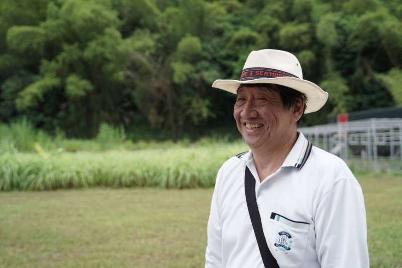70歲的劉述義在55歲時開始投入養雞產業。(圖片來源:邵冰如提供)(圖/食力foodNEXT提供)