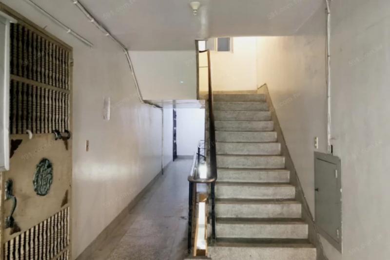 公寓三樓屬中樓層,是多數人爬樓梯都還能夠接受的高度。(圖/591提供)