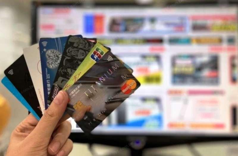 申請信用卡一定會調聯徵,但申請太多信用卡,容易讓申貸銀行誤會申貸人信用是否有問題。(圖/591房屋交易網提供)