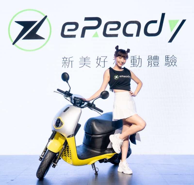 新美好移動體驗大使 峮峮在發表會分享自己選擇電車的條件,對eReadyFun一見鍾情。(圖/Gogoro提供)