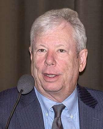 圖二、理察.塞勒(Richard H. Thaler)是2017年諾貝爾經濟學獎得主,對行為經濟學領域有卓越貢獻。(圖/維基百科)