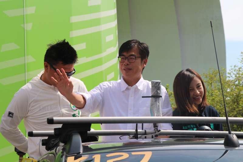 20200816-準高雄市長陳其邁16日展開謝票行程,從早上9點多從競總出發後,預計至傍晚6點結束,17日也將進行整天掃街活動。(黃信維攝)