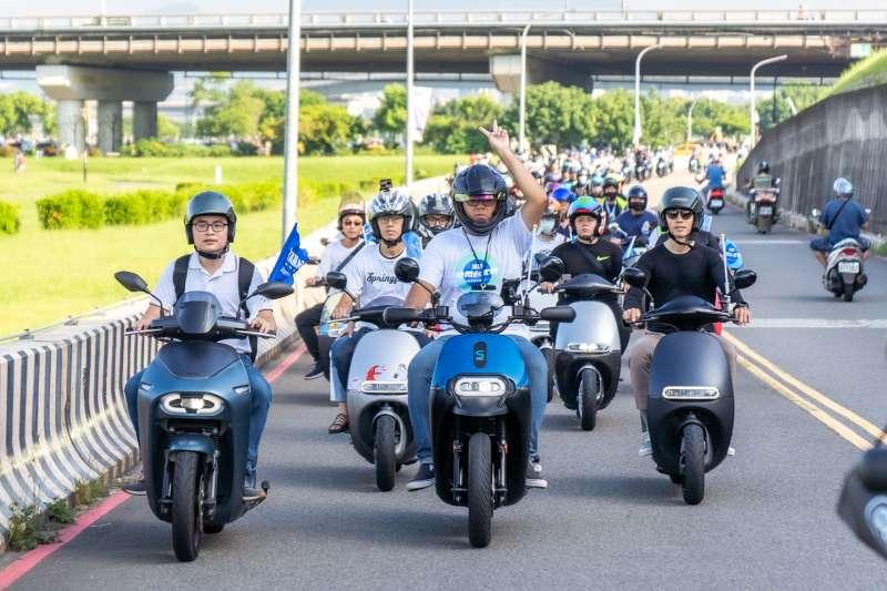 邁入第五年的 Gogoro 快閃台北橋活動,每年吸引全台各地電動機車車友齊聚,參加車友數屢創新高。(圖/業者提供)