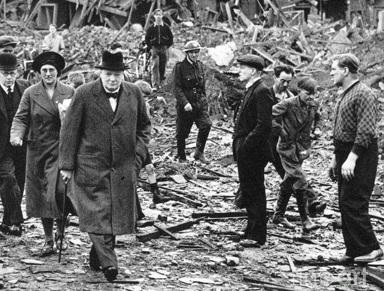 邱吉爾要處理不列顛空戰造成的破壞已經夠焦頭爛額了,應該不需要靠百團大戰來指導他如何抵禦德國空軍的轟炸。(許劍虹提供)