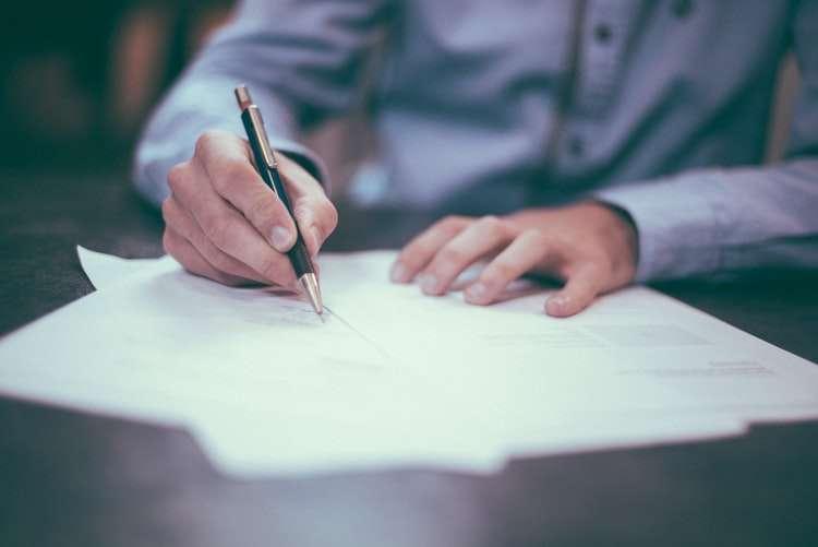 春天會館提醒,簽約之前可享有契約審閱期(圖/Unsplash)