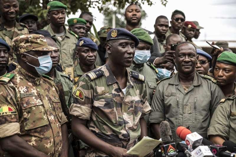 馬利18日爆發軍事政變,民選總統凱塔遭脅迫下台。圖為發動政變的軍隊組織「人民救贖軍國家委員會」。(AP)