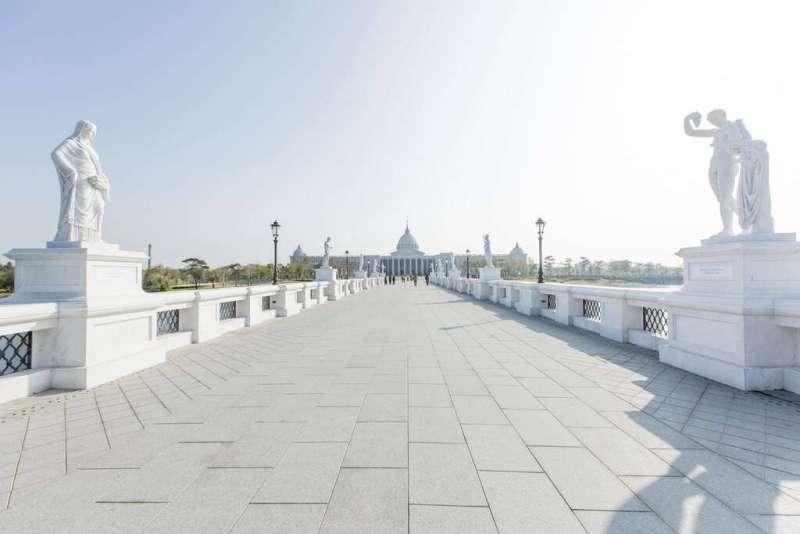 奇美博物館的奧林帕斯橋。(圖/台南旅遊網)