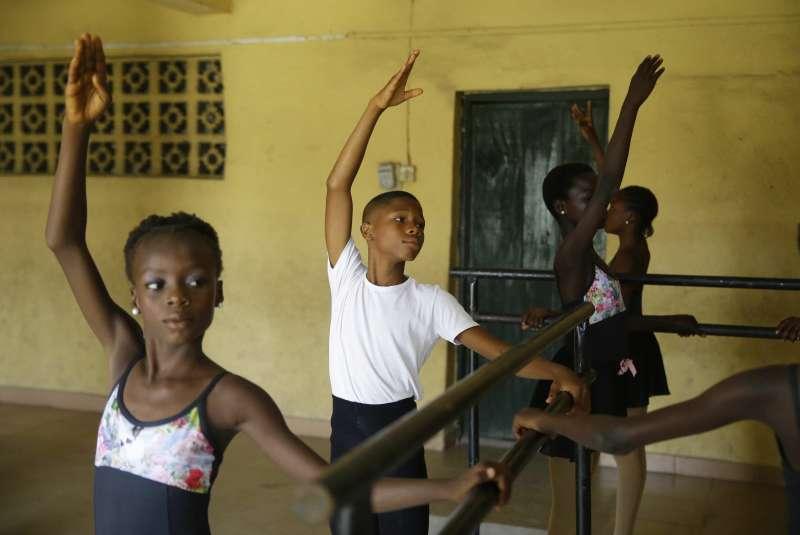 成功打破刻版印象,馬杜受邀至美國芭蕾舞團受訓。(美聯社)