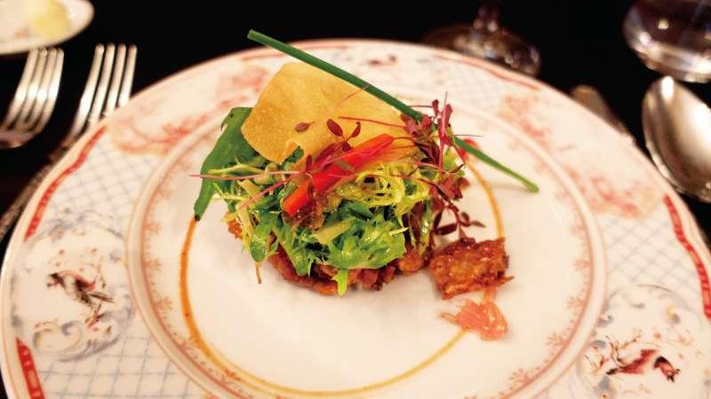 杜蘭朵的美食呈現也走華麗風,但不如絕美奢華的用餐環境讓人印象深刻。(圖/遠流出版提供)