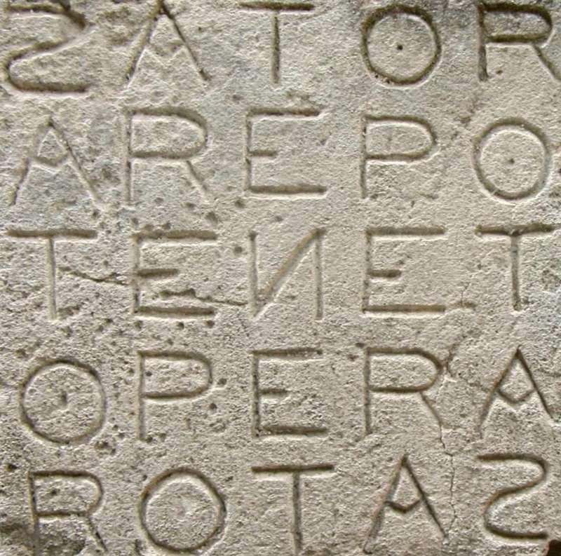古歐洲人認為Sator Square這種回文方陣能抵禦惡魔。(圖/維基百科)