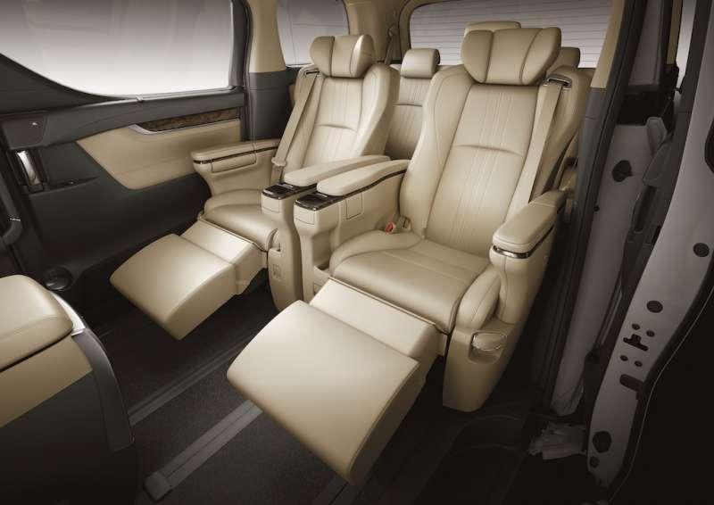 全車配備Semi-Aniline頂級真皮座椅,第二排更採用頭等艙VIP級Ottoman大型座椅,打造極致舒適的駕乘體驗。(圖/業者提供)