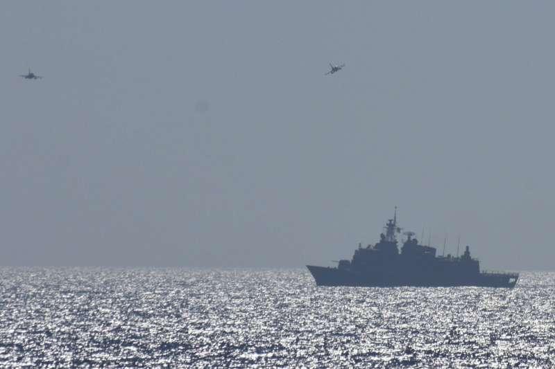 土耳其與希臘因地中海天然氣而起爭端,25日希臘與美國在克里特島附近舉行聯合軍演。(AP)