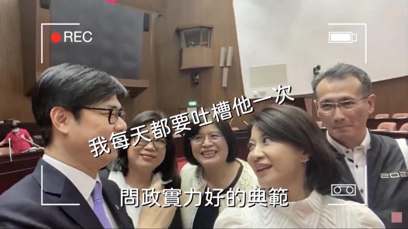 媒體出身的民進黨立委林楚茵(右二)上任以來就製作「台灣好聲茵」網路節目,並且固定播放。林楚茵表示,對於立委、媒體習以為常的事情,對很多民眾來說都很新鮮。(取自「台灣好聲茵」Youtube)