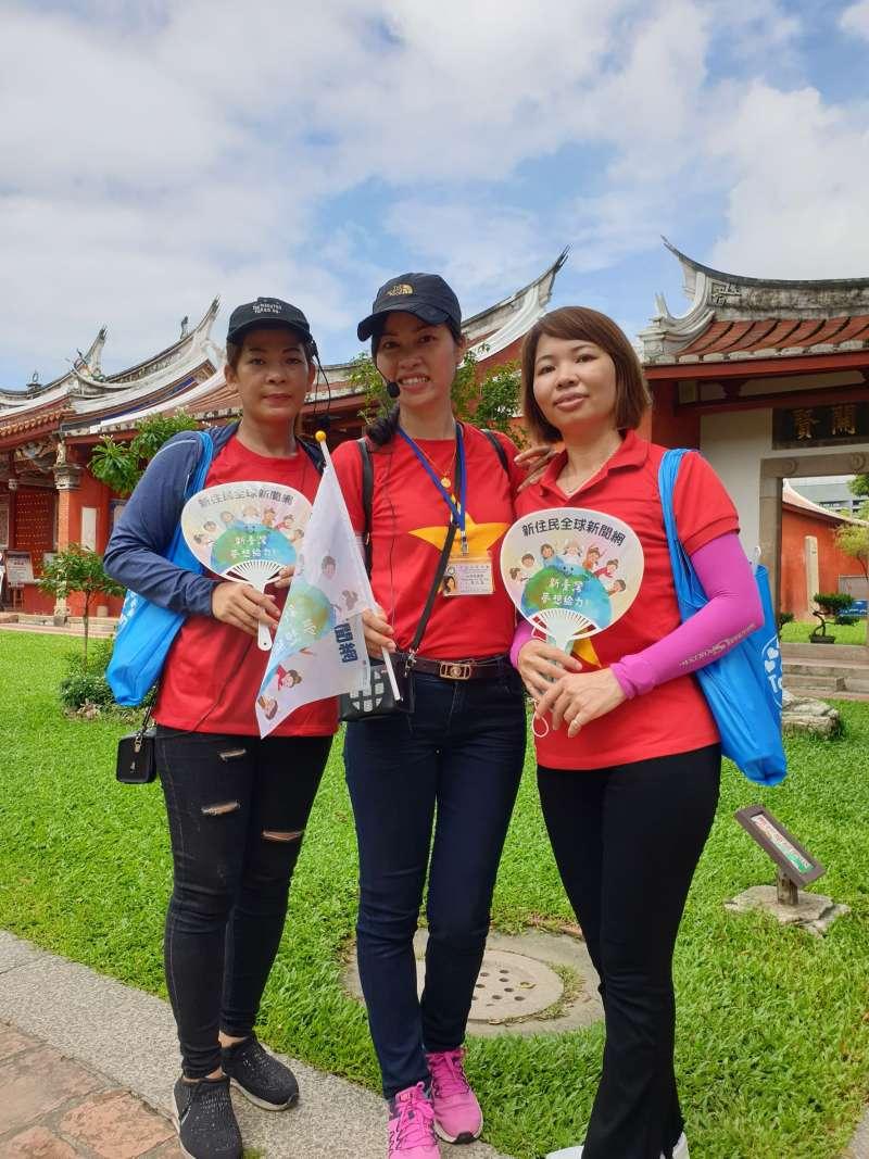 越南新住民童氏容(中)、林玄(左)、黎雪娥(右)擔任活動導覽員。(圖/新住民全球新聞網提供)