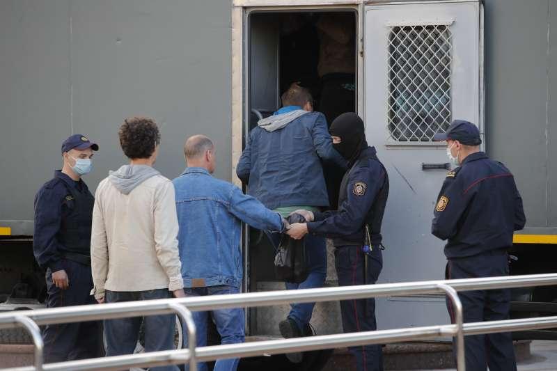白羅斯30日再爆示威活動,警方逮捕超過200人。(AP)