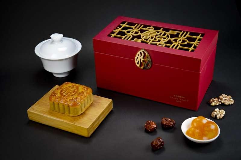 1台北君悅酒店「闔家悅」豪華中秋禮盒。(圖/Taiwan Tatler)