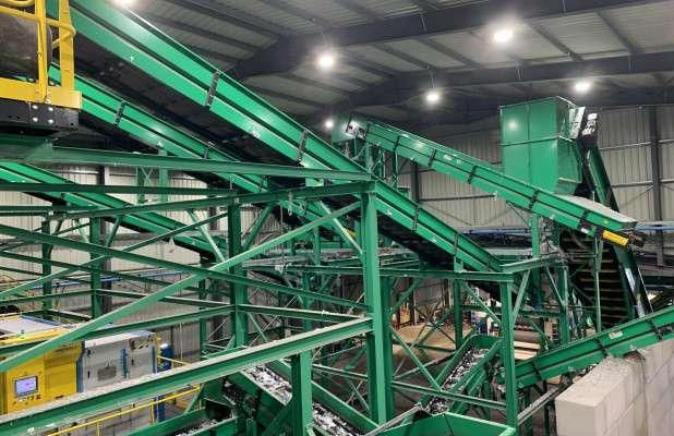 Jayplas在Smethwick設置的新工廠裡,使用全自動塑膠分揀機,減少了大量的人力。(圖片來源:letsrecycle.com)(圖/食力foodNEXT提供)