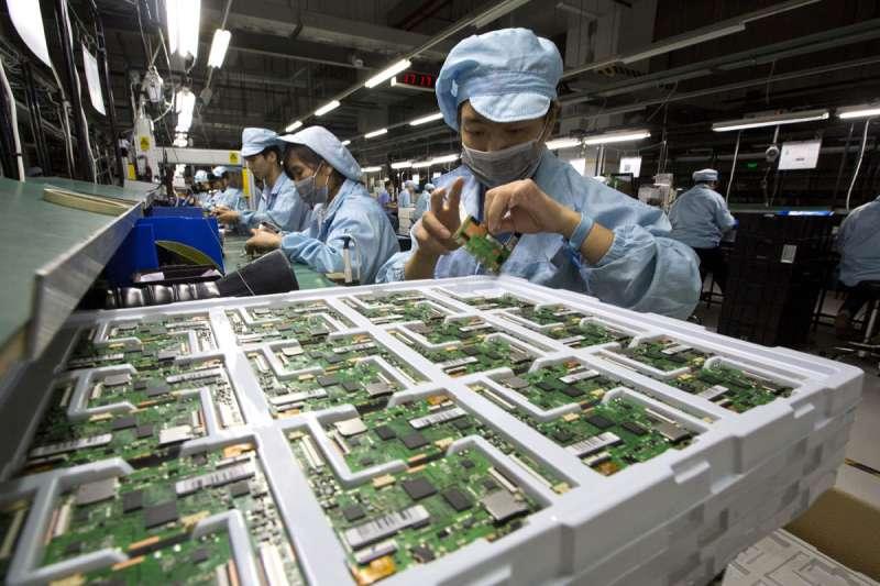 「中國製造」的成功是建立在美國的允許上,但最終市場控制權根本不在中國手中。(美聯社)