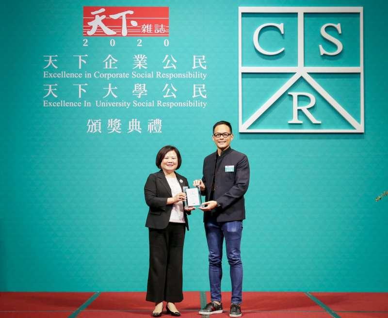 台灣大哥大今年以5度拿下電信業第一的最佳表現之姿,勇奪全台大型企業第6名。(圖/台灣大哥大提供)